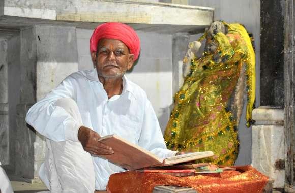 आश्चर्य! 80 साल के अर्जुन ने आधी जिंदगी हरिकथा में गुजारी