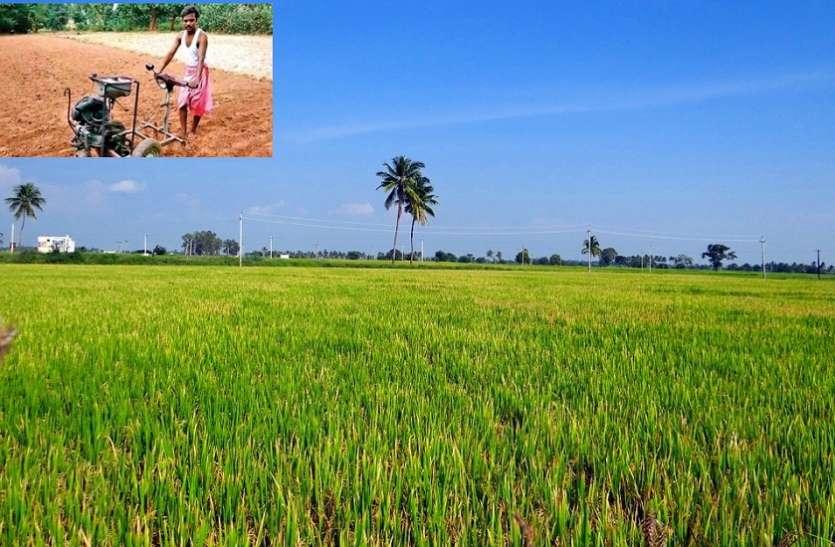 जुगाड़ तकनीक: किसान ने किया स्कूटर के इंजन का खेत जुताई में इस्तेमाल