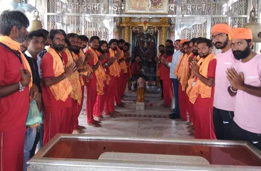 बैंगलुरु के रामदेवरा साइकिल यात्री संघ ने आशापुरी माता मंदिर में दर्शन किए