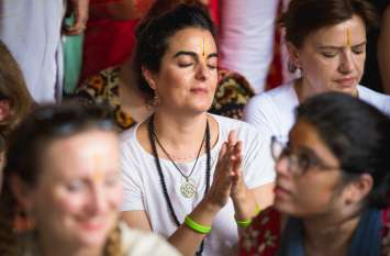 janmashtami देवी-देवता के रूप में निकले देश-विदेश के सैकड़ों कलाकार, श्रद्धालु बोले- ये तो हो रहा चमत्कार