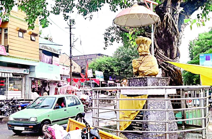 Statues news : चौराहे पर लगाई जाने वाली महापुरुषों की प्रतिमाएं एनओसी में अटकी