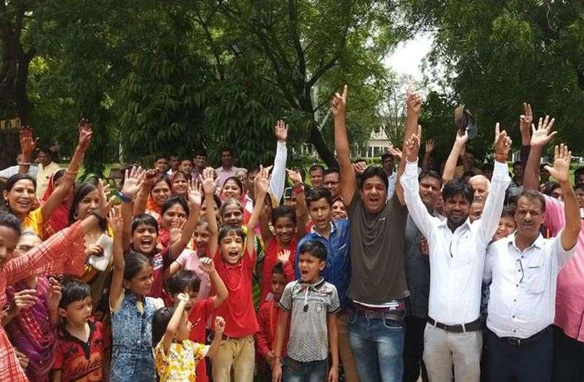 श्री पदमपुरा पदयात्रा संघ के तत्वावधान में जयकारों के साथ यात्रियों का जत्था रवाना