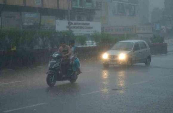 Weather News : कहीं मूसलाधार बारिश तो कहीं बूंदाबांदी