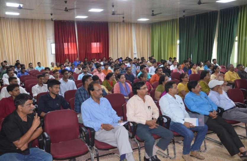 कर्मयोग, भक्तियोग एवं ज्ञानयोग समग्र व्यक्तित्व के लिए आवश्यक: प्रो. गिरि