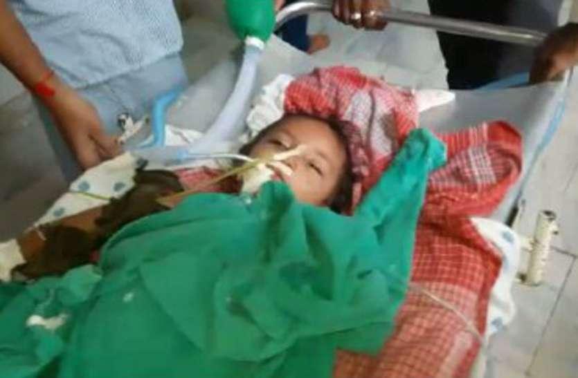 छत से गिरे बच्चे के पेट में आरपार हुई लोहे की सरिया, डॉक्टरों ने 40 मिनट में आपरेशन कर निकाला