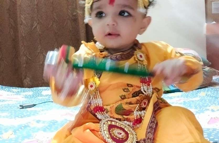 मध्यरात्रि मंदिरों में हुआ विशेष पूजन कन्हा की हिलाई पालकी