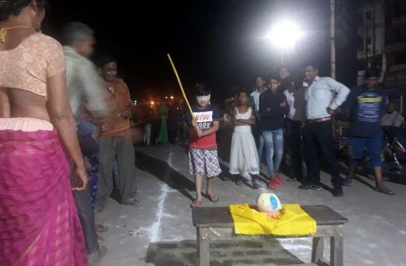 गांव में निकाली शोभायात्रा, हुई मटकी फोड़ स्पर्धा