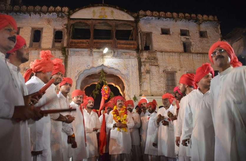 राजबाड़ा से निकली ऐतिहासिक दिंडी यात्रा
