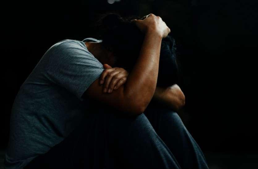 पति को चाकू मार पत्नी को खंडहर ले गए, तीन युवकों ने किया गैंगरेप; मदद के लिए चिल्लाती रही पीड़िता