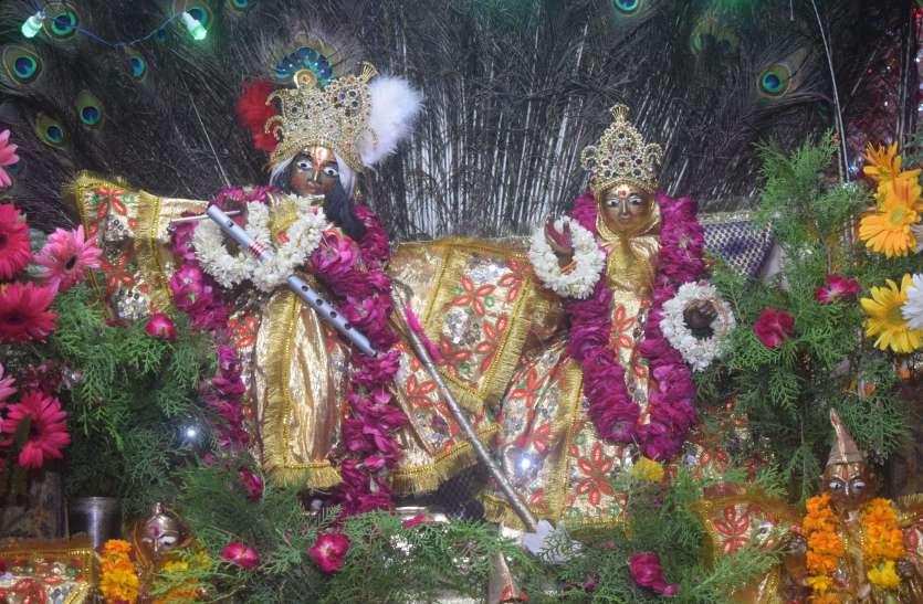श्रीकृष्ण जन्माष्टमी पर्व पर देर रात तक उमड़ी मंदिरों में भीड़ ..देखें तस्वीरें
