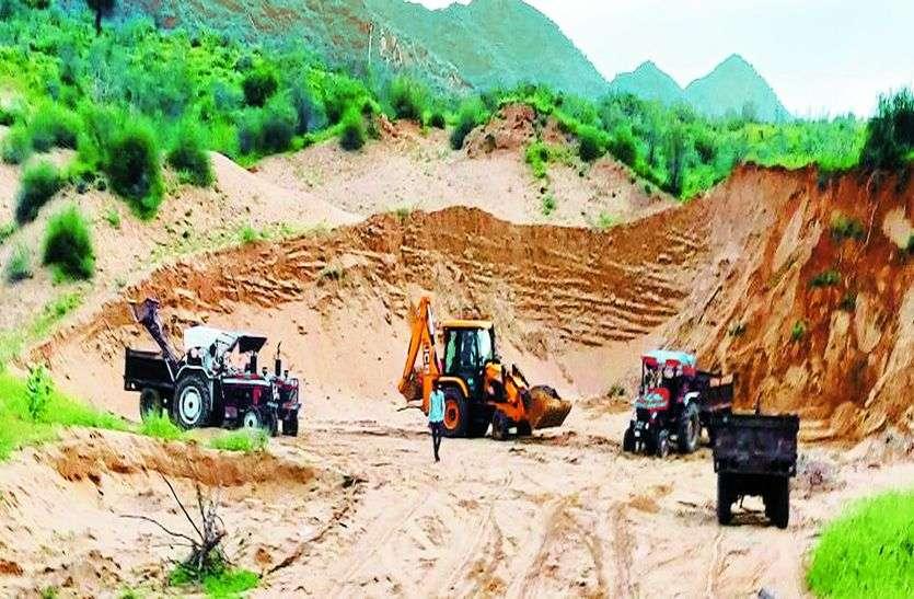 चारागाह भूमि से मिट्टी का अवैध खनन