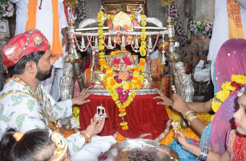 चहुंओर दिखा कान्हा के जन्म का उल्लास, देर रात गूंजे बधाई गान, मंदिरों में उमड़े श्रद्धालु