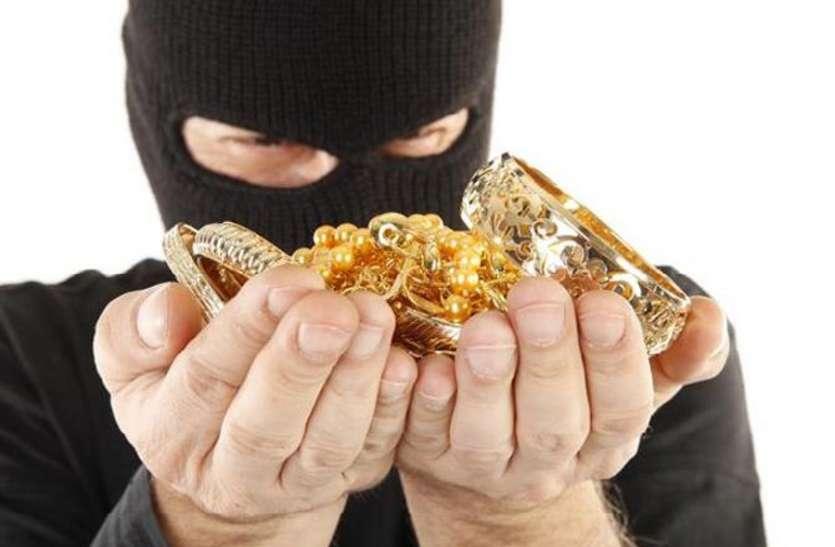 बदमाशों ने तीन सप्ताह में पार किया साढ़े तीन किलो सोना, 47 लाख की नकदी भी चोरी