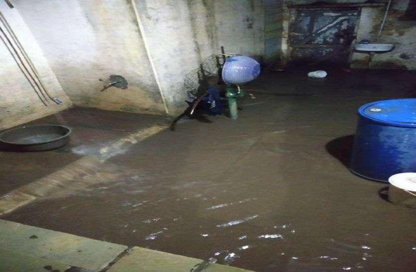Heavy Rain रतलाम में सुबह से तेज बारिश, कई घरों में पानी भरा