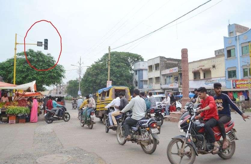 यातायात पुलिस की लगातार कार्रवाई, नतीजा शिफर