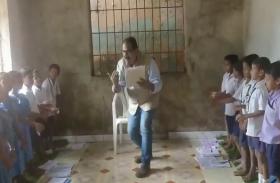 ओडिशा के 'डांसिंग टीचर' का Video वायरल, ठुमक-ठुमक कर बच्चों को पढ़ा रहे हैं हेडमास्टर