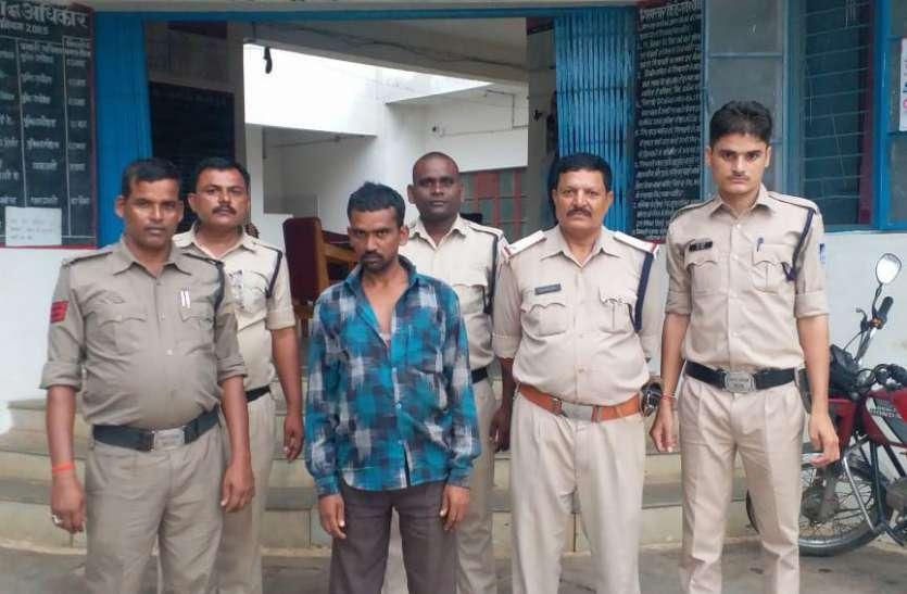 चार थानों की पुलिस ने गांजा बेचने वालों को पकड़ा