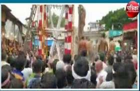 भगवान श्रीकृष्ण के जन्मोत्सव के बाद आयोजित हुआ लट्ठ का मेला, देखें वीडियो