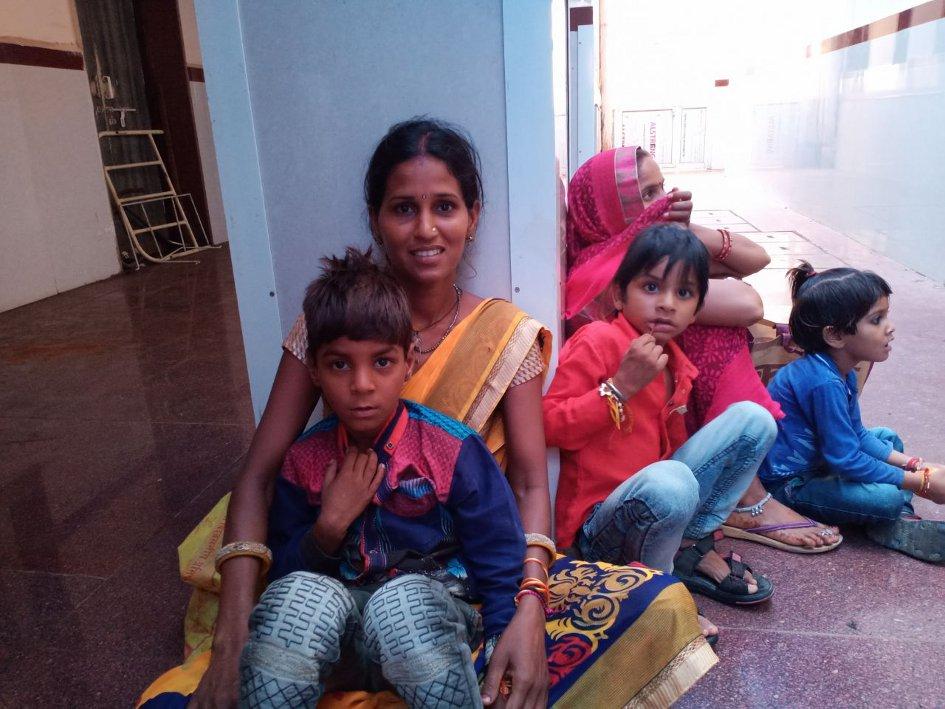 दोपहर तक भूख से तड़पते रहे मूक-बधिर बच्चे