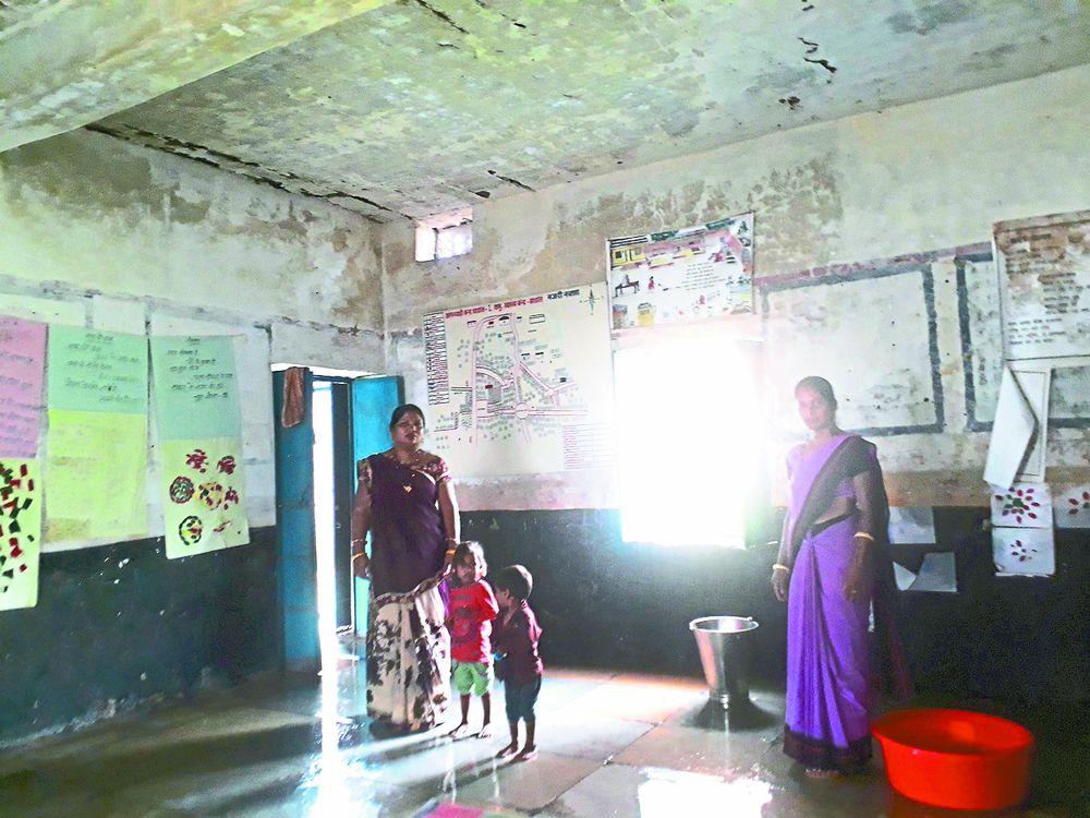 आंगनवाड़ी पाठशाला जर्जर, हर पल खतरे का साया