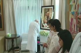 अरुण जेटली के परिजनों से मिले PM नरेंद्र मोदी, श्रद्धांजलि देते समय हुए भावुक