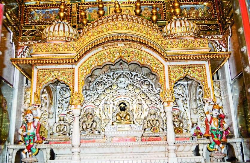 jain mandir gwalior: shewtambar mandir of sarafa gwalior 200 year old