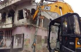VIDEO : Smart City: जयरामपुर कॉलोनी टू गोराकुंड चौराहा रोड में बाधक निर्माण तोडऩा शुरू