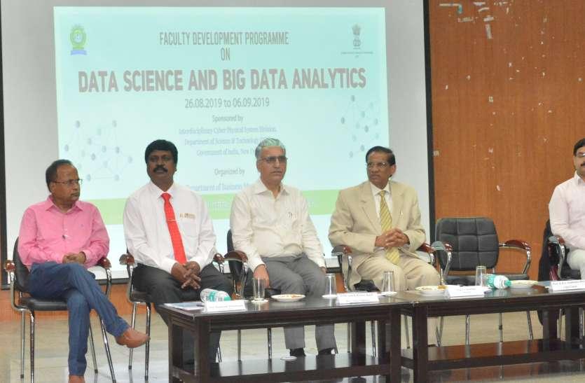 डेटा साइंस और बिग डेटा एनालिटिक्स पर आरम्भ हुआ प्रशिक्षण