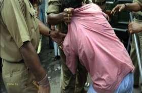 एटीएम कार्ड बदलकर लाखों रुपए हड़पने वाला चढ़ा पुलिस के हत्थे