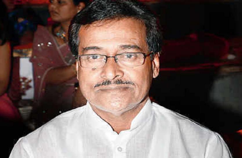 महाराष्ट्र: चुनाव से NCP को बड़ा झटका, विधायक दिलीप सोपल ने दिया इस्तीफा