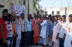 यूपी: हिन्दू धर्म के तीर्थ यात्रियों के स्वागत के लिए इस गांव में मुस्लिमों ने बरसाए फूल