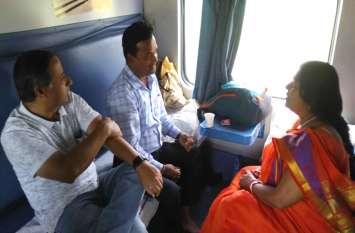 ट्रेन में पहचान छिपाकर यात्री से रेल अधिकारी ने पूछे सवाल, मिले हैरान करने वाले जवाब