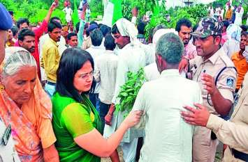 मध्य प्रदेश फिर किसान आंदोलन की राह पर, बर्बाद हुई फसलों को लेकर हाइवे किया जाम