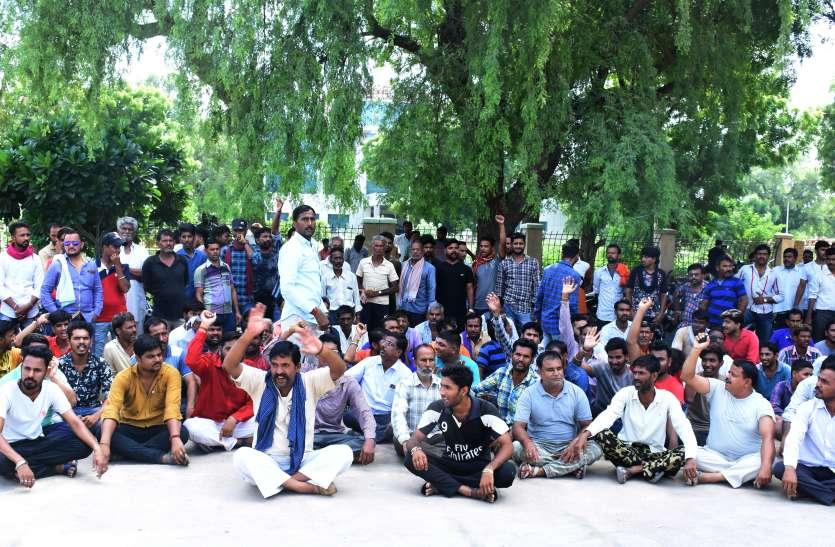 किशोर की हत्या के विरोध में प्रदर्शन, दो आरोपियों की गिरफ्तारी के बाद उठाया शव