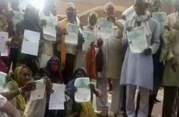 ग्रामीणों ने कोटेदार पर लगाया भ्रष्टाचार का आरोप