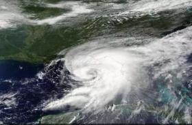 फ्लोरिडा में तूफान 'डोरियन' के दस्तक से घबराए ट्रंप, पोलैंड दौरा किया रद्द