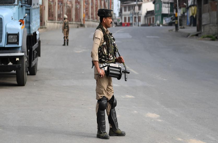 कश्मीर में अब हिजबुल की धमकी, घर से बाहर निकले लोग तो भुगतने होंगे परिणाम