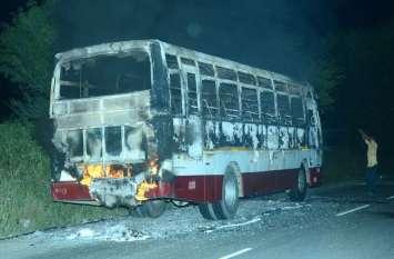 झुंझुनूं के बगड़ के पास लोक परिवहन बस में लगी आग