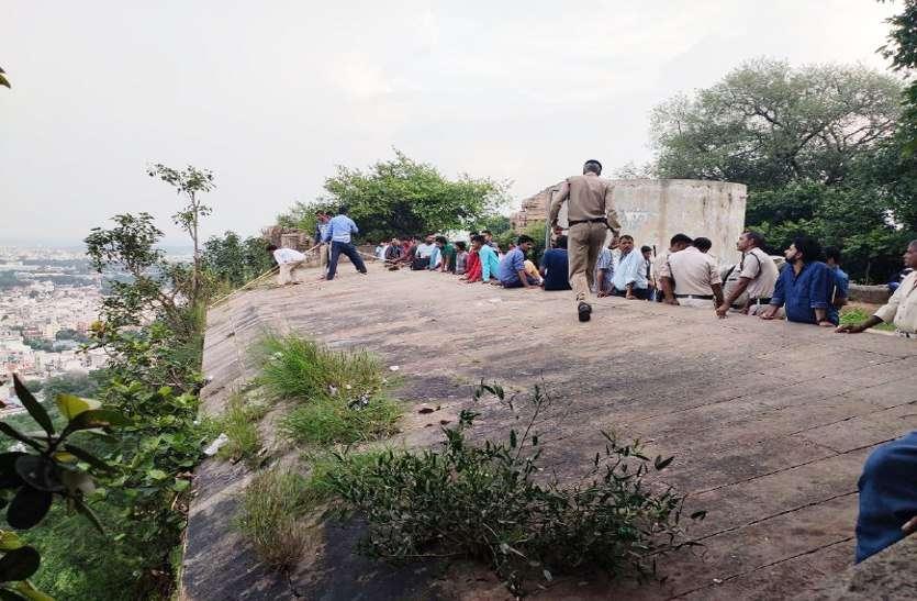 VIDEO: किले से कूंदने वाला निकला रेप का आरोपी, तिघरा पर किया था नाबालिग का रेप, पुलिस कर रही है तलाश