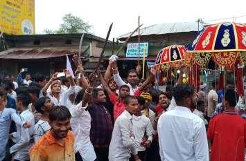 जय स्तंभ की पूजा-अर्चना कर निकाली गई भव्य शोभायात्रा