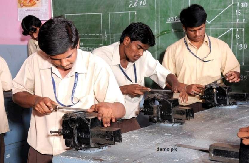 सरकार रिवर्स गियर में, व्यावसायिक शिक्षा का खुलेगा फिर ताला