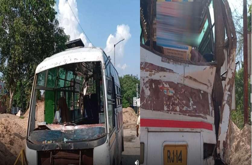 ट्रक ने मिनी बस को मारी टक्कर, चार लोग हुए घायल, मची चीख-पुकार