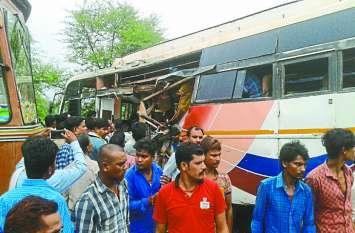 Accident: तेज रफ्तार बस और ट्रक की आमने-सामने हुई भिड़ंत, मची चीख-पुकार, 25 यात्री गंभीर रूप से घायल