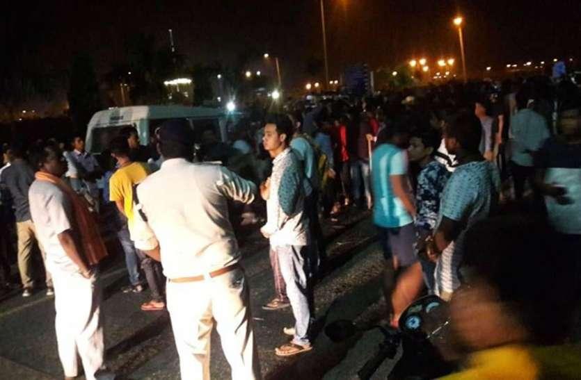 बल्व बुझाने व जलाने से बढ़ा था विवाद, रातभर अफसर देते रहे विद्यार्थियों को समझाईश