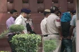 संसद में चाकू लेकर घुसने की कोशिश कर रहा युवक गिरफ्तार, पूछताछ करने पर निकला राम रहीम भक्त