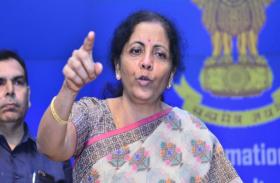 वित्त मंत्री निर्मला सीतारमण का आश्वासन, बैंकों के विलय से नहीं जाएगी एक भी कर्मचारी की नौकरी