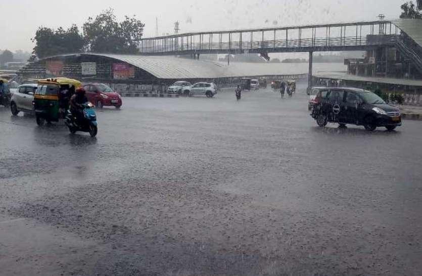 मौसम अपडेटः दिल्ली-एनसीआर में झमाझम बारिश, देश के 18 राज्यों में अलर्ट जारी