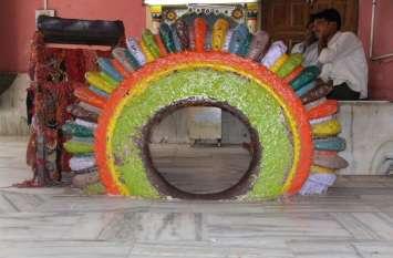 लोक देवता बाबा रामदेव के मंदिर में है डाली बाई का कंगन, जिसमें से निकलने पर दूर होते हैं सभी रोग