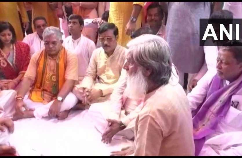 पश्चिम बंगाल: TMC नेता के कार्यक्रम में पहुंचे बीजेपी के दो दिग्गज नेता, सियासी हवा तेज