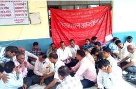 UP में इन  जिलों के DM कर रहे लेखपालों का उत्पीड़न, विरोध में धरना- प्रदर्शन